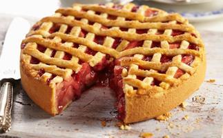 Caramelised apple and rhubarb pie