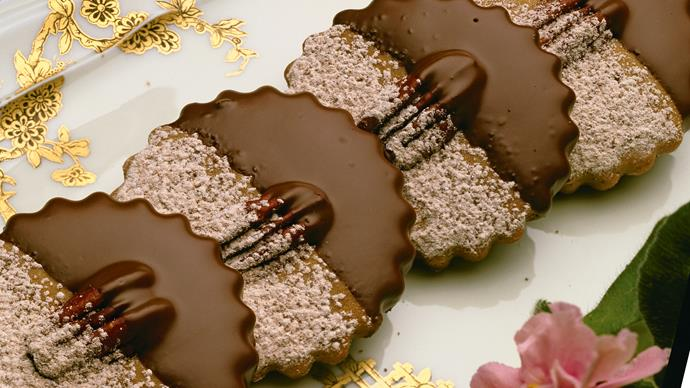 Coffee nut biscuits