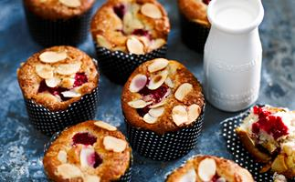 Almond berry sugar cakes