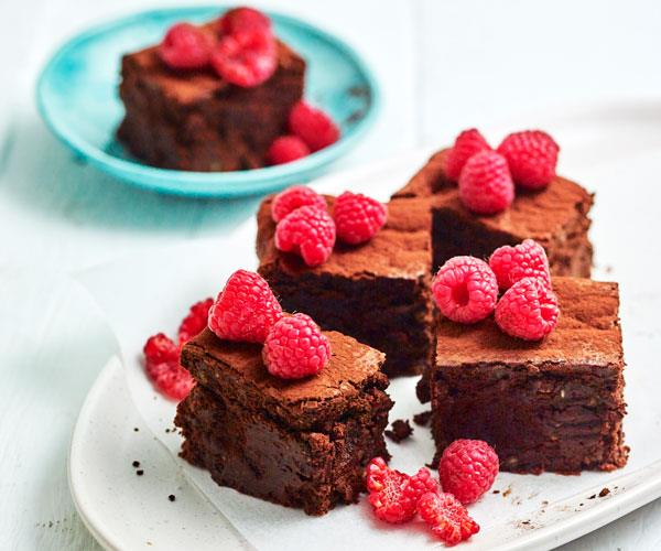 "**[Flourless chocolate buttermilk cake](https://www.womensweeklyfood.com.au/recipes/flourless-chocolate-buttermilk-cake-31611|target=""_blank"")**"