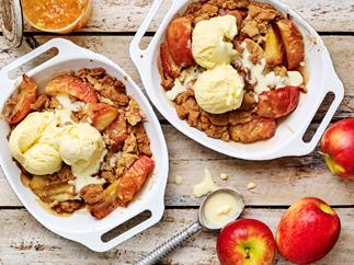 APPLE AND MARMALADE Streusel Puddings