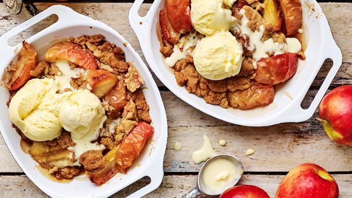APPLE AND MARMALADE Streusel Puddings