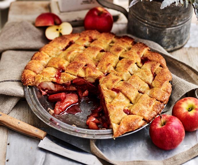 "**[Apple and rhubarb pie](https://www.womensweeklyfood.com.au/recipes/apple-and-rhubarb-pie-10431|target=""_blank"")**"