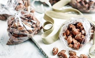 Sugar and spice almonds