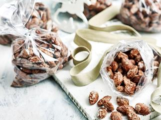 Sugar and spice almonds