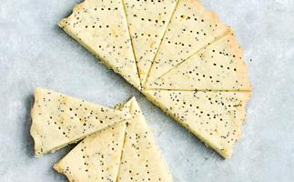 Lemon and poppyseed shortbread