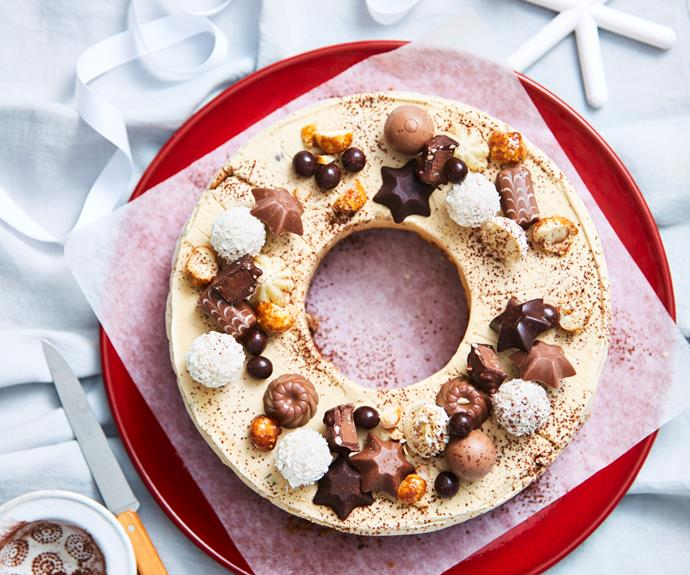 """This stunning [Christmas wreath cake](https://www.womensweeklyfood.com.au/recipes/cheats-coffee-christmas-wreath-32143