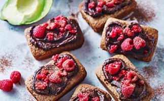 Flourless chocolate cakes with avocado icing