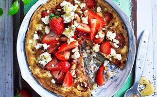 Strawberry and almond sweet frittata