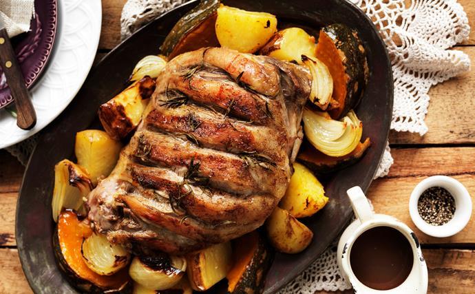 Roast leg of lamb with gravy
