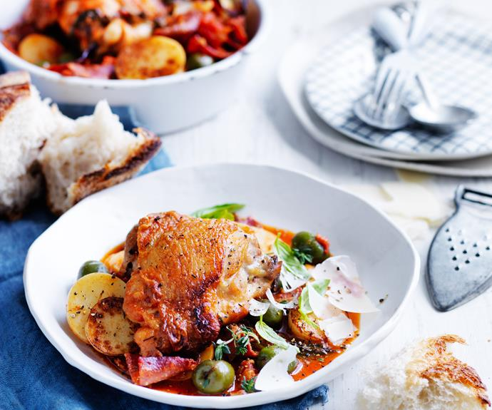 """**[Quick salami and olive chicken cacciatore](https://www.womensweeklyfood.com.au/recipes/quick-cacciatore-32267