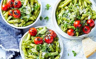 Chicken pesto pasta with tomatoes