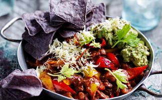 Vegetarian chilli with guacamole