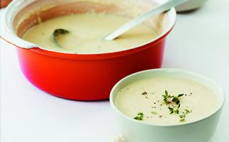 potato and leek soup with croûtons