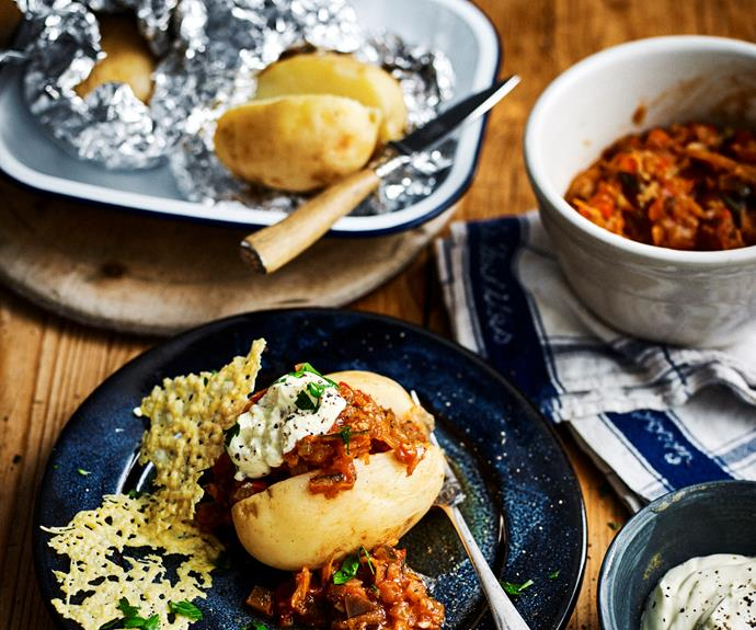 """**[Slow-cooker loaded veg 'bolognese' baked potatoes](https://www.womensweeklyfood.com.au/recipes/veg-bolognese-baked-potatoes-32474