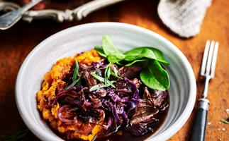 Mulled wine pork with red cabbage