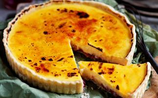 Lemon custard and strawberry jam brûlée tart