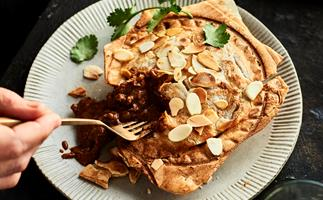 Make butter chicken roti pies in your pie maker
