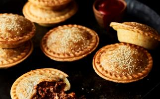 How to make Aussie meat pies in the pie maker
