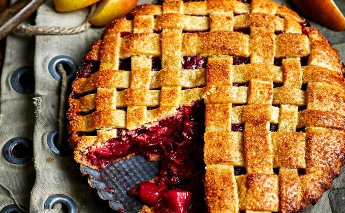 Rhubarb and pear pie