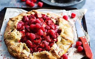 Strawberry and raspberry pie