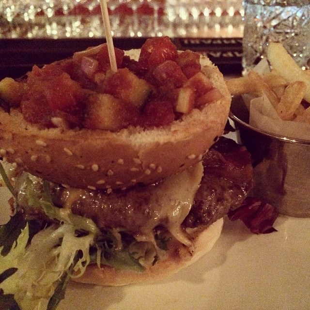 Is that a burger bun dug into a bowl and filled with more delicious things?! We think it is! #AMAZING