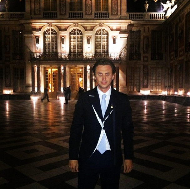 Posted by: Jonathan Cheban Jonathan, dressed to the nines, outside the Palace of Versailles.