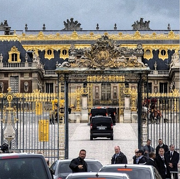 Posted by: Kris Jenner Check out the drama outside the gates of Versailles!