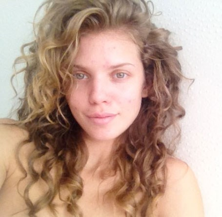"AnnaLynne McCord tweeted ""I woke up this morning and decided I'm over Hollywood's perfection requirement. To all my girls (and boys) who have ever been embarrassed by their skin! I salute you! I'm not perfect--and that's okay with me!"" Respect!"