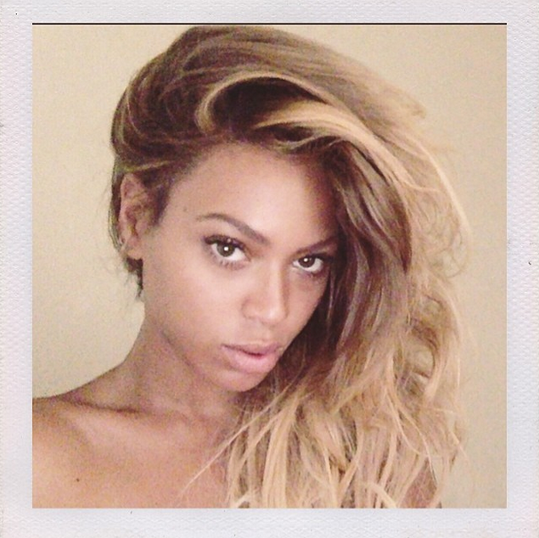 Unsurprisingly, because she's PERFECT, Beyonce looks just as stunning without her standard smokey eye or bold lip. Not to mention her envy-inducing hair...
