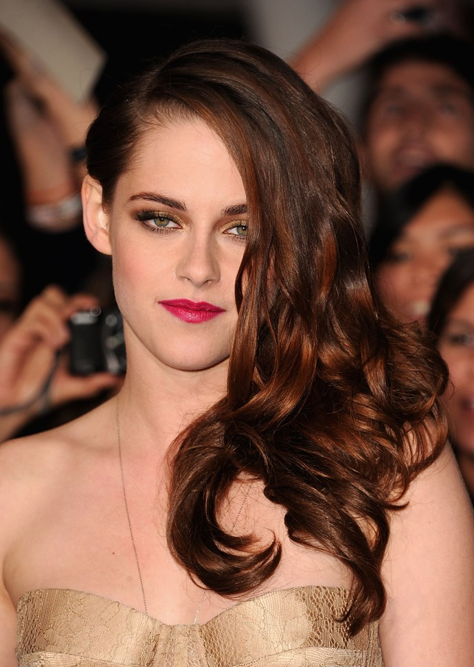 A bright pink lip and metallic eyes make for a seriously striking red carpet look at the *Twilight Breaking Daw Part 2* LA premiere.