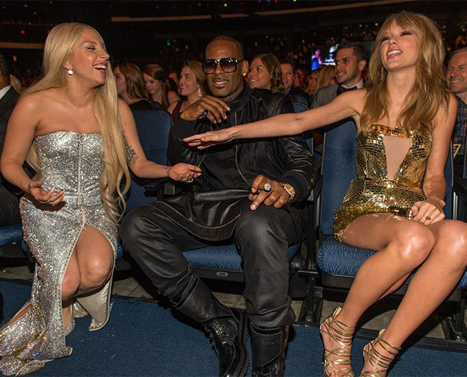 When she and Taylor Swift flat out pretended R-Kelly didn't exist.