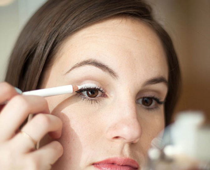 2. Cover your eyelid with white liner to make any eyeshadow shade pop. To make a sheer or less pigmented eyeshadow appear more colorful on your eyelid, take a white eyeliner pencil, like [Make Up For Ever Kohl Eye Pencil in White](http://www.makeupforever.com/us/en-us/make-up/eyes/eyeliner/kohl-pencil), and run it over your entire eyelid. The opaque consistency of the liner will intensify any eyeshadow shade and make it pop instantly against your skin.