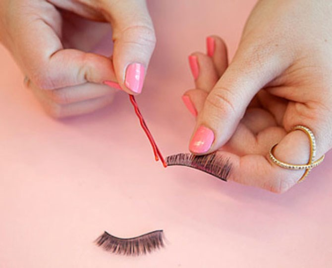 10. Apply eyelash glue to false lashes with the tip of a clean bobby pin. Use the tip of a bobby pin to evenly disperse the glue along the base of your falsies. Then, wait a few seconds for the glue to get tacky and apply!