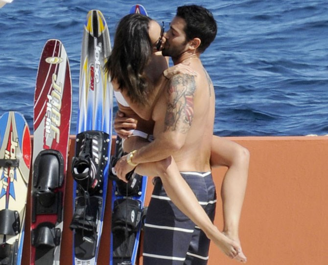 As you can see from their leg-wrapped stance, Jesse Metcalfe and Cara Sentana don't believe in privacy.