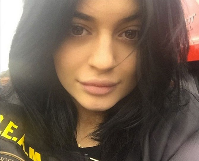 "*Finally*, a pic of Kylie Jenner's 'real' lips (and by real we mean minus all that crazy lip liner). Kylz posted this make-up free snap to her Instagram account with the caption: ""you know it's gonna be a good Sunday when ya weaves out & u haven't put ur face on yet."" And, by the looks of things, her lips still look pretty different to [old Kylie.](http://www.cosmopolitan.com.au/beauty/makeup/2015/1/best-celebrity-no-makeup-selfies/demi-lovato-is-a-nomakeup-stunner-image-13/