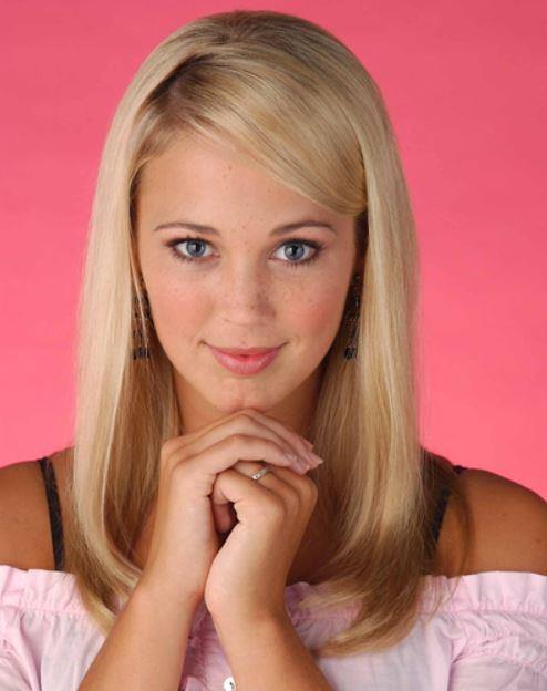 **Hayley Smith (Bec Hewitt), *Home And Away*.** Hayley wore her we wanted buns. Hayley wore her hair straight, we tried to iron ours with an ACTUAL iron and a tea towel (to protect our ends, obvs).
