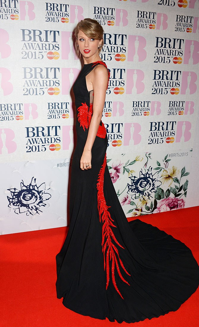 Taylor Swift matches her embellishment and lip to the carpet. Colour coordination at its finest.