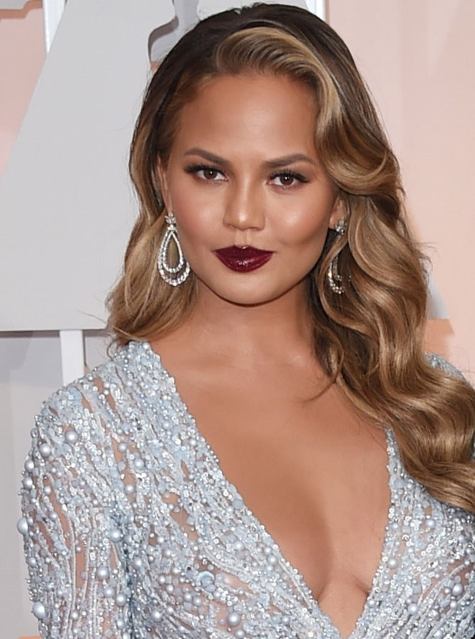 We hope you have your hairdresser on speed dial because Chrissy Teigen's undergone a MAJOR colour change.