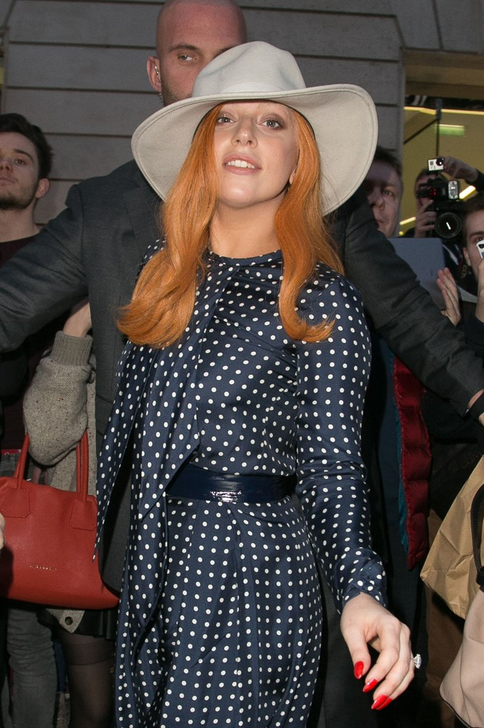 Told ya! Here she is stepping out in Paris over the weekend with ~GoRgEoUs~ tangerine waves.