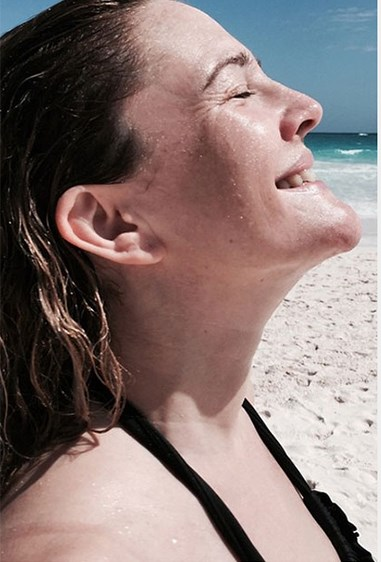 Mother of two Drew Barrymore looks stunning without makeup (and enjoys a well-deserved dance in the sun!)