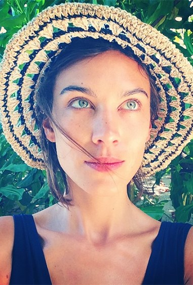 Alexa Chung shows that the sun has been girl's best filter since the dawn of time.
