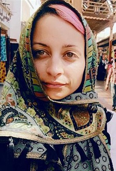 Nicole Richie may always rock unnatural hair colours, but in her Dubai selfie she shows she's not afraid to give her pretty face a day off.