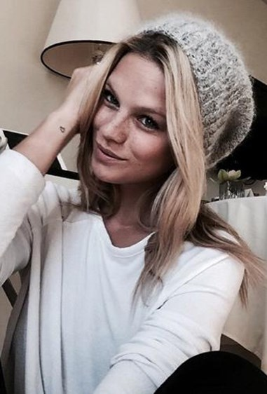 Austrian model Nadine Leopold combines make-up free sunkissed skin with a wintery beanie. This selfie that makes us wish we looked like this in the cold.