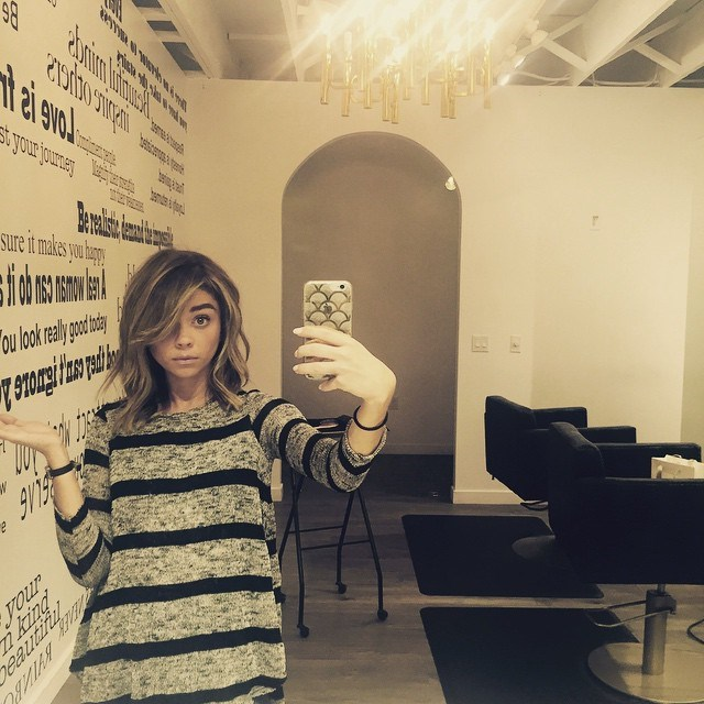 We were OBSESSED with Sarah Hyland's tousled lob but now her hair is *even* fresher.