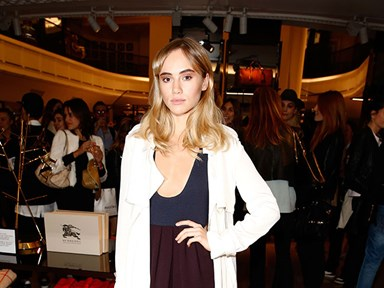 Suki Waterhouse washes her hair with Coke