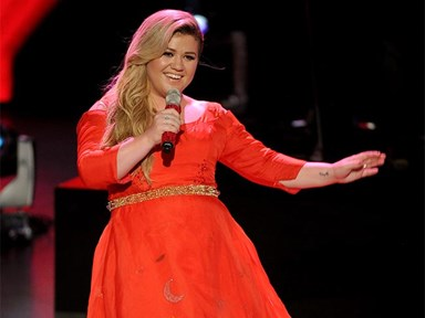 TV host apologises to Kelly Clarkson after awful comments about her weight