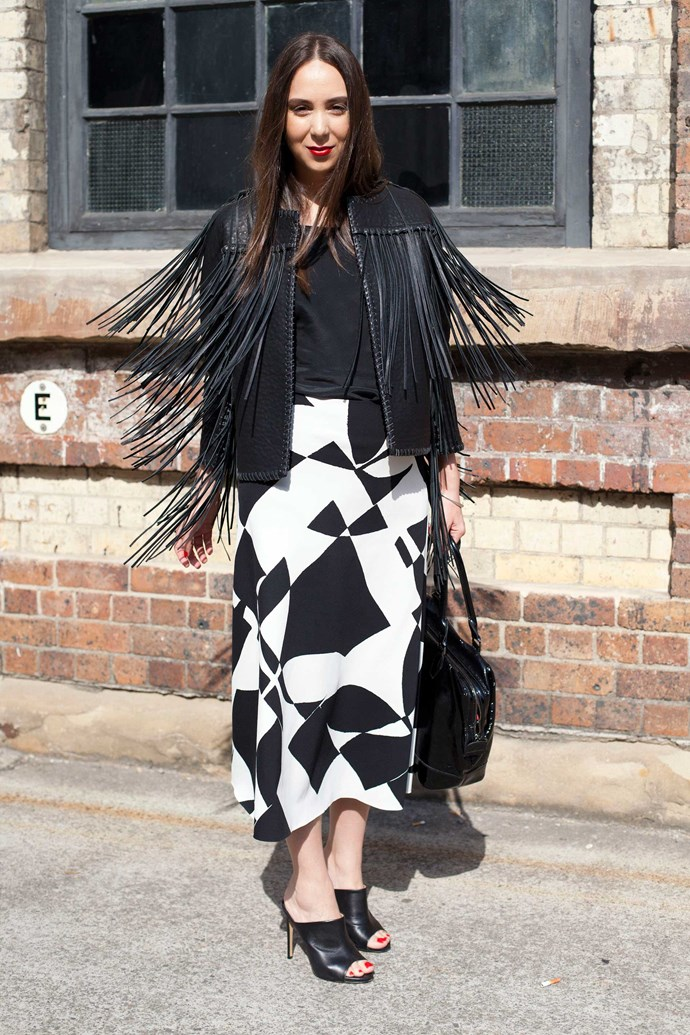 Here's a lesson on how to wear fringing, the right way. And also how to pose mid fringe-swing.