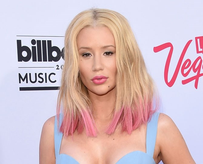 Showing off her candy pink dip dyed ends and a blunt cut on the Billboard Music Awards red carpet she took us back to a time when we all coloured our hair with highlighters. Love at first sight.