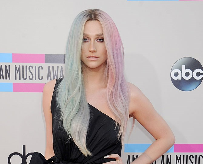 Kesha had the dreamiest pastel hair ever and now it's the COMPLETE opposite.